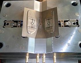 Пресс-форма для изготовления изделия Накладка омывателя фар